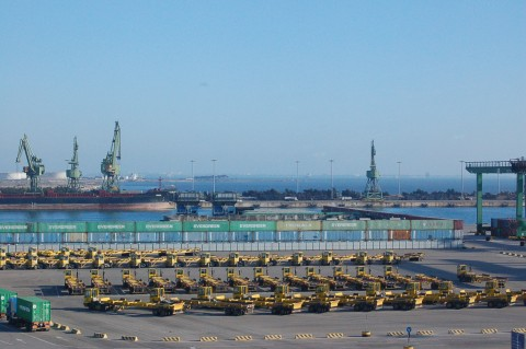 Le gru del porto di Taranto2